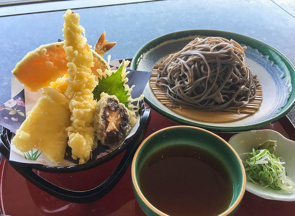 旬の揚げたてte天ぷらと小さい麺セット