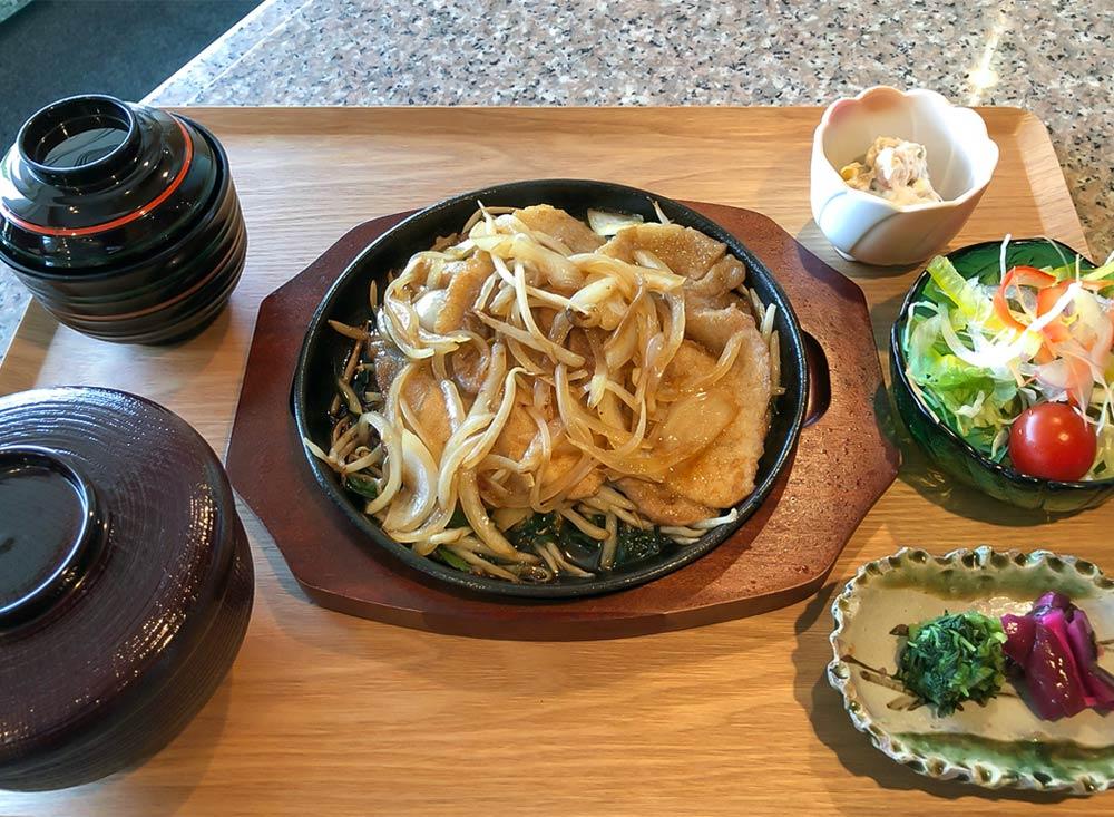 豚生姜焼き鉄板定食